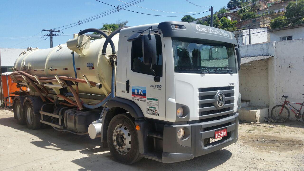 Pioneira em limpeza de fossas em Pernambuco